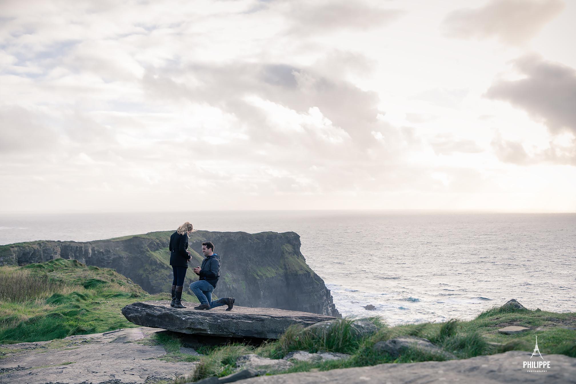 Ireland-Clare-wedding-photography-Philippe-engagement-cliffs-Kyle